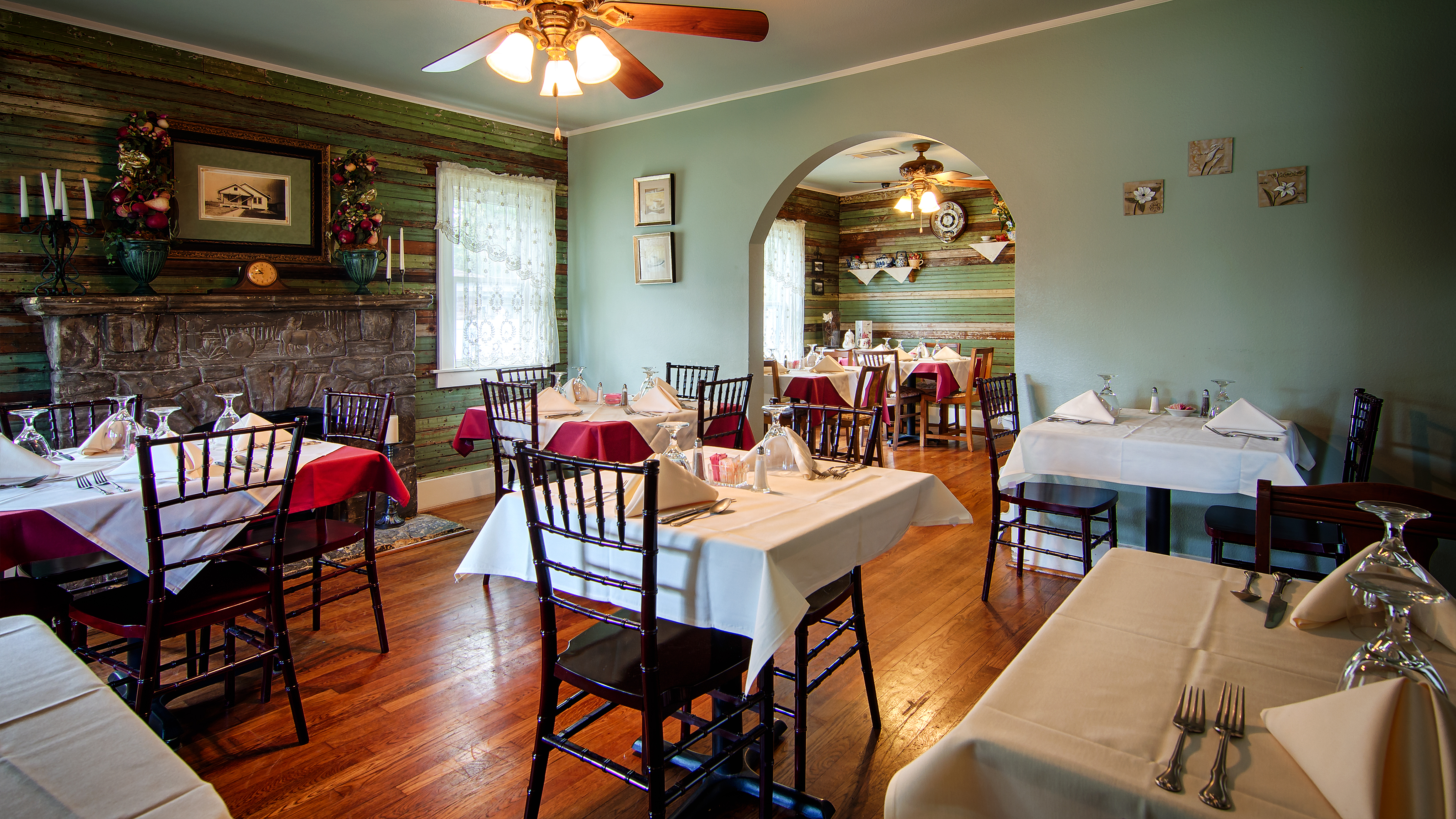 delicious restaurant & tearoom featuring a mouthwatering menu!