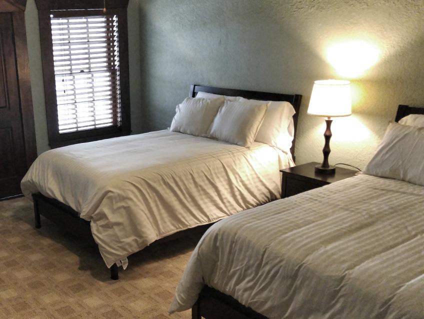 Elmarae Hotel Room