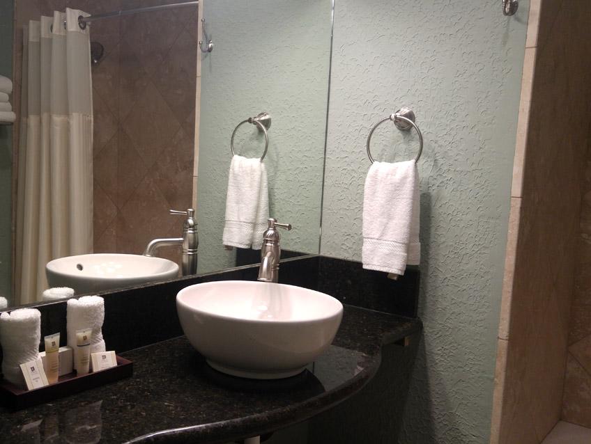 Mossie Spa Bathroom