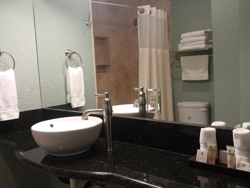 Nellie Spa Bathroom