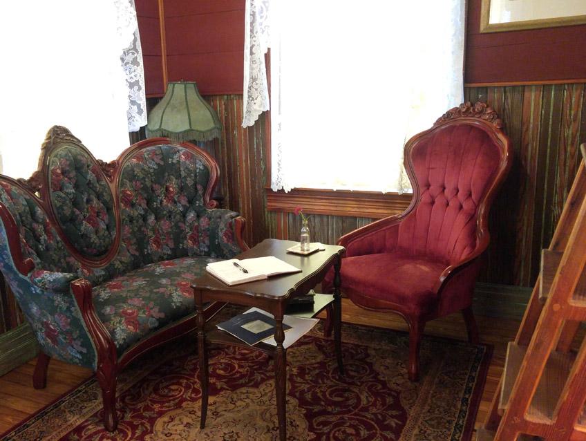 Victorian Tulip Sitting Area