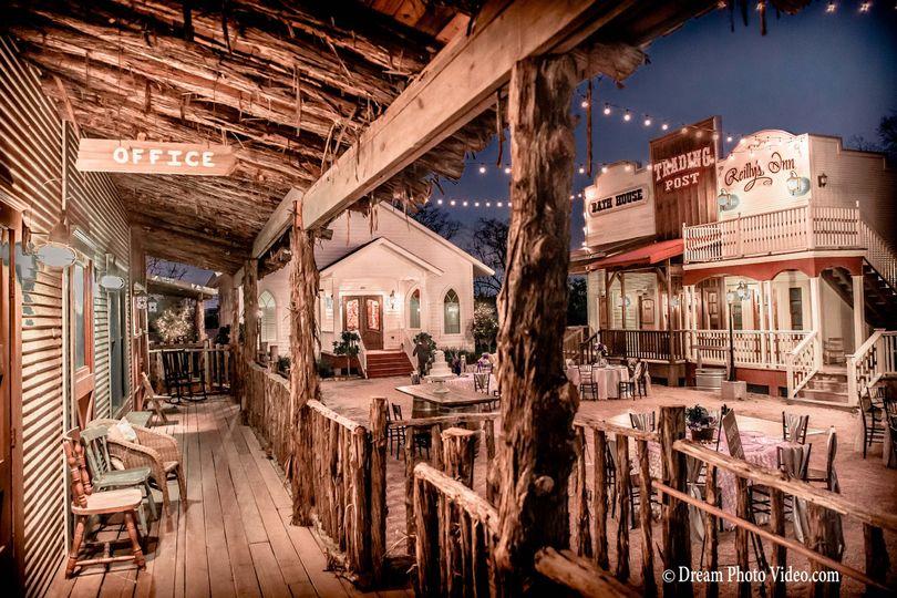 Silver Sycamore, rustic wedding venue in Houston Texas