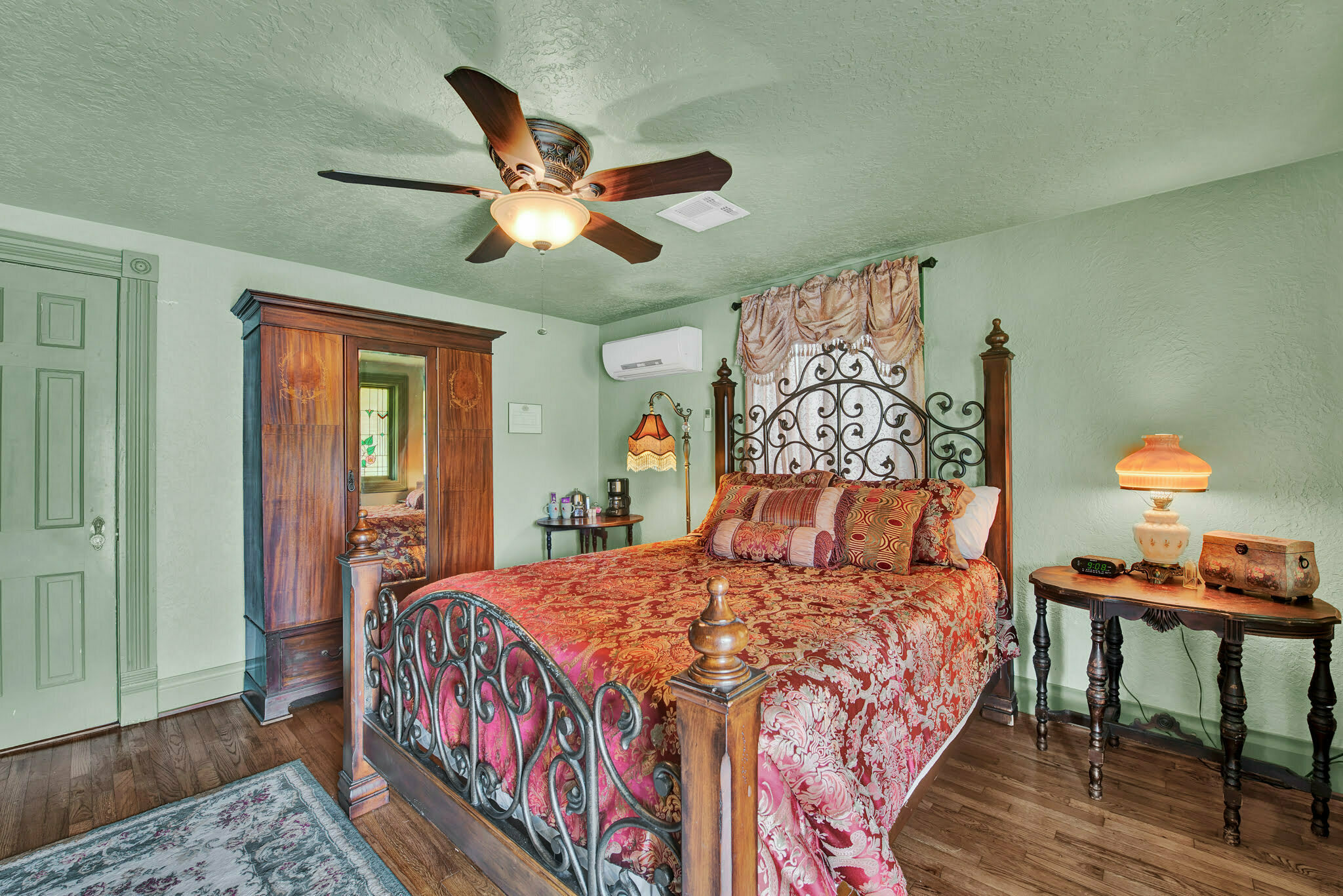honeymoon suite at silver sycamore bed and breakfast