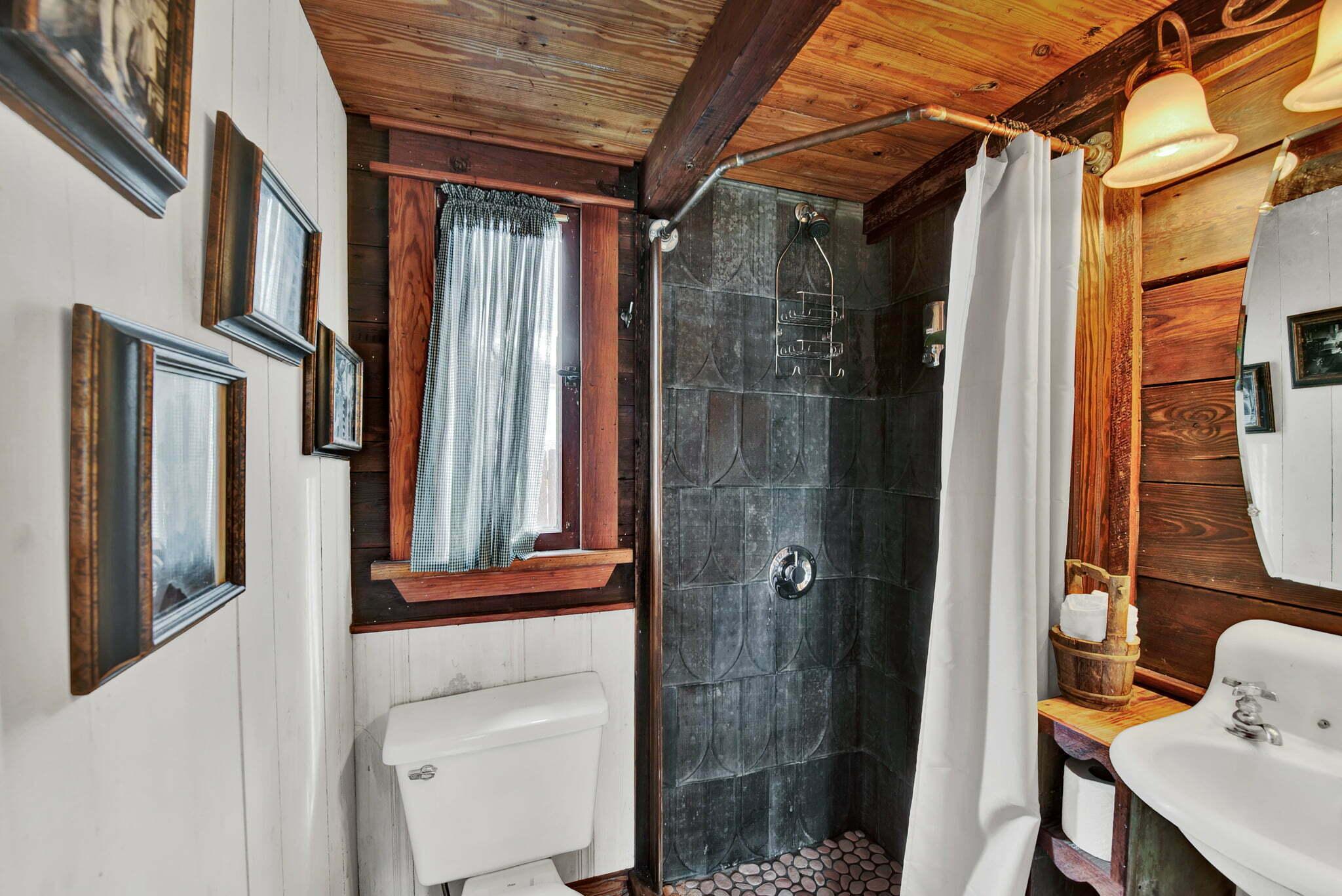 bathroom at prairie willow