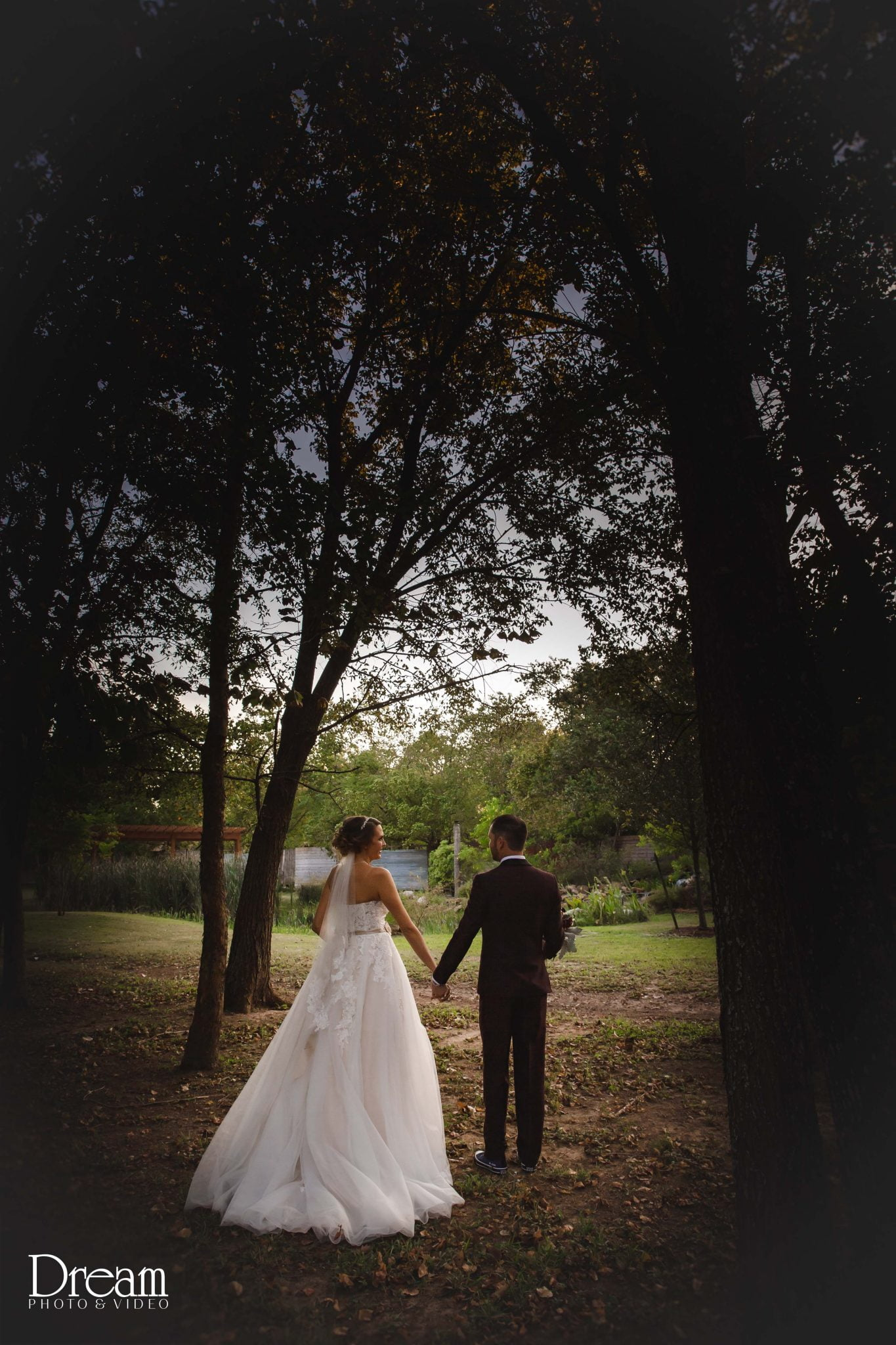 rustic fall wedding in houston at silver sycamore